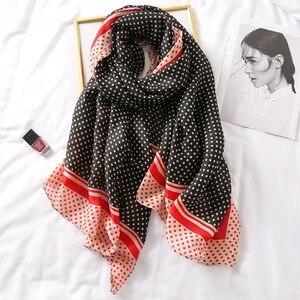Image 1 - Luxus marke schal leopard frauen Weiche Pashminas schal baumwolle seide schals Sjaal moslemisches hijab, tier druck leopardo stola bandana