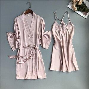 Image 1 - 2019 primavera verão feminino cetim robe & vestido define sexy rendas sleep lounge sem mangas sil nightwear roupão + noite vestido almofadas no peito