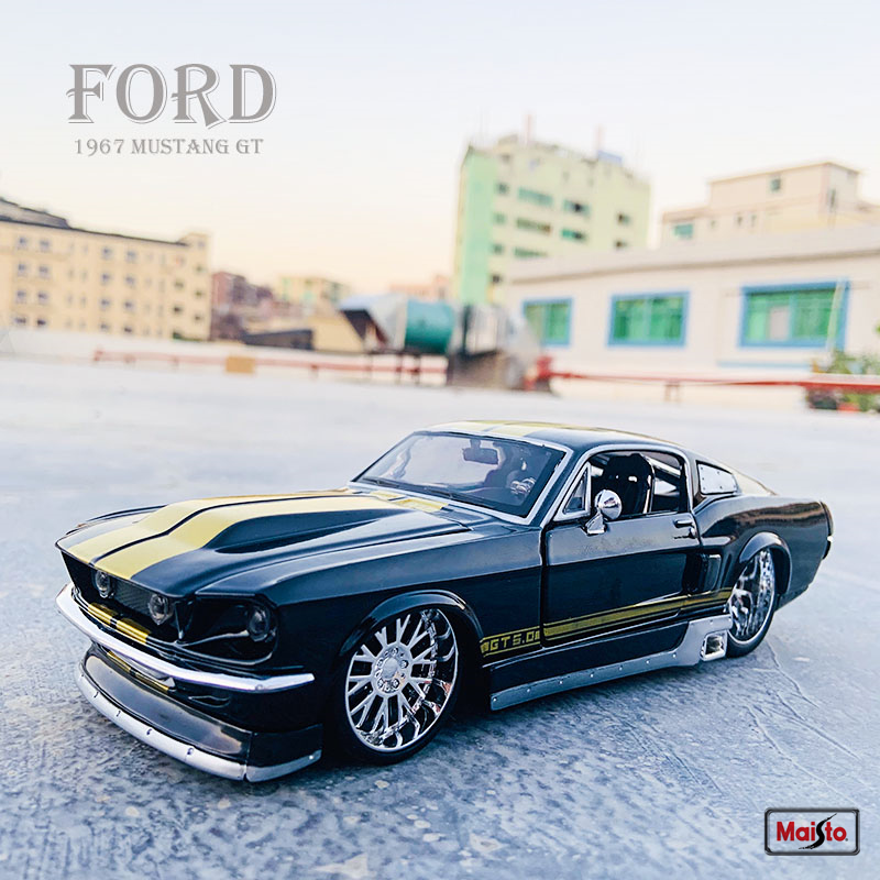Maisto 1:24 New hot sale  1967 Ford Mustang GT simulation alloy car model crafts decoration collection toy tools gift