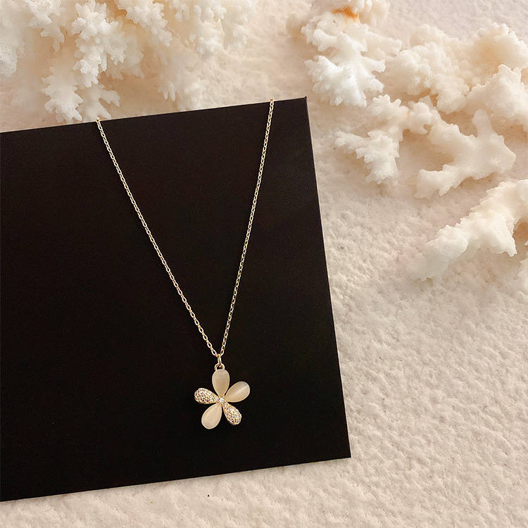 Korean New Design Fashion Jewelry Exquisite Copper Inlay Zircon Cat Eyes are Flower Pendants Elegant Female Clavicle Necklace