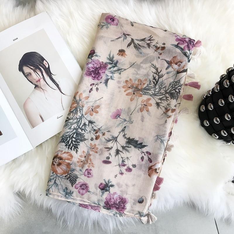 2020 Fashion New Silk Scarves Shred Printed Scarves Khaki Red Printed Silk Scarves Shoulders Spring And Summer