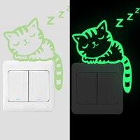 De dibujos animados creativo calcomanías luminosas para interruptores animal lindo resplandor en el oscuro vinilos de pared para niños casa habitación decoración fluorescente arte mural