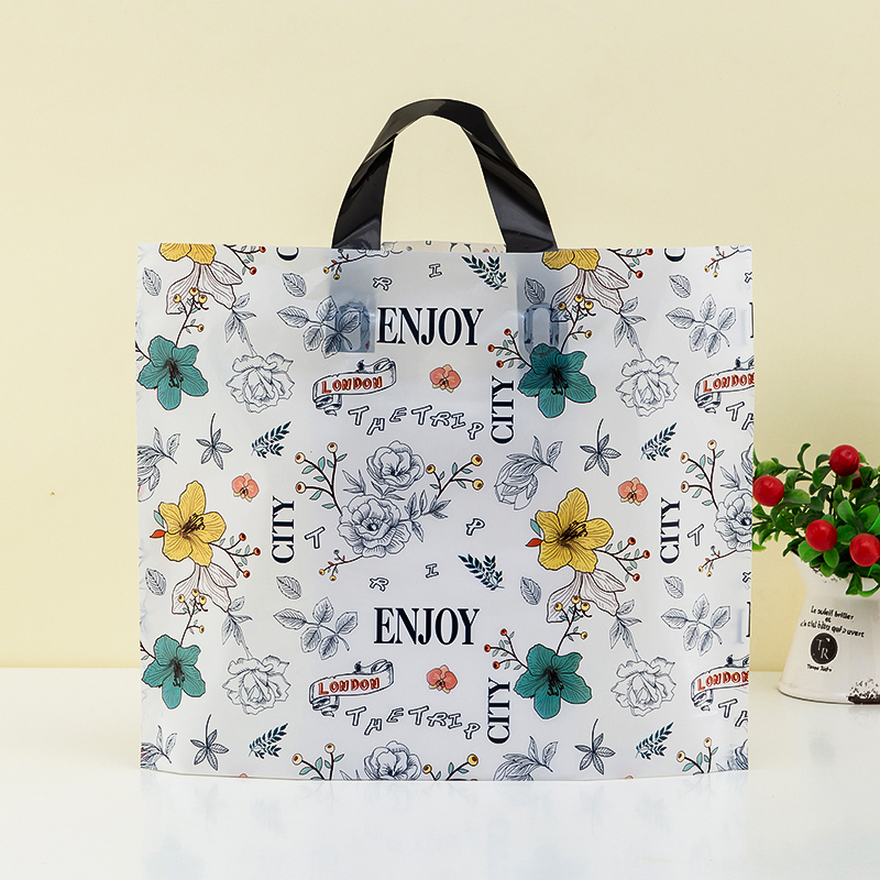 Sac en plastique 50pcs sac de magasin de vêtements sac de cadeau en plastique de haute qualité