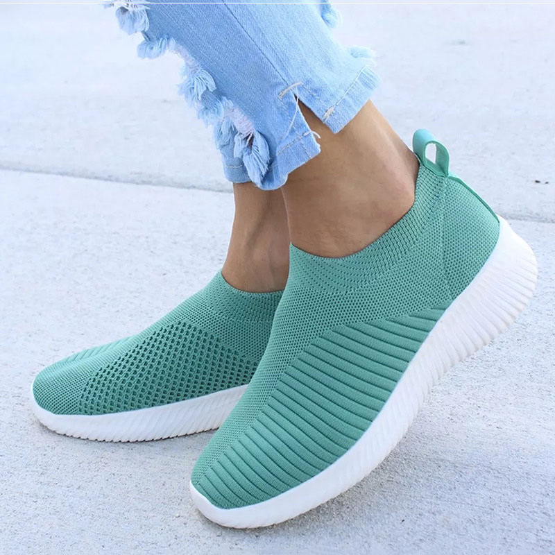 Women Shoes Knitting Sock Sneakers Women Vulcanize Shoes 2020 New Breathable Lightweight Loafers Slip On Flat Shoes Plus Size 43