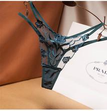 Seksowne damskie majtki z dziurką modne niskiej talii koronkowe majtki damskie stringi seksowne majtki wysokiej jakości haft G String tanie tanio SUDBFIGGT Poliester G-string Z0962 poly Stałe Niskim wzrostem WOMEN Figi