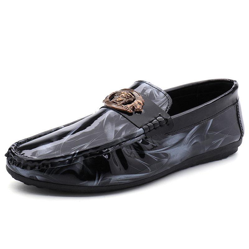 Moccasins Men Patent Leather Loafers Luxury Brand Casual Flat Shoes Breathable Lightweight White Driving Shoes Designer Loafer
