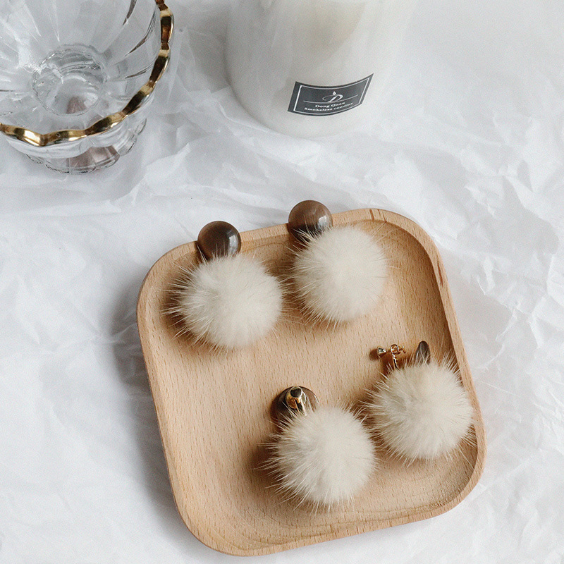 The New Autumn And Winter Mink Hair Earrings Fluffy Ball Earrings Retro Cat's Eye Earrings Without Earholes Earclip Female