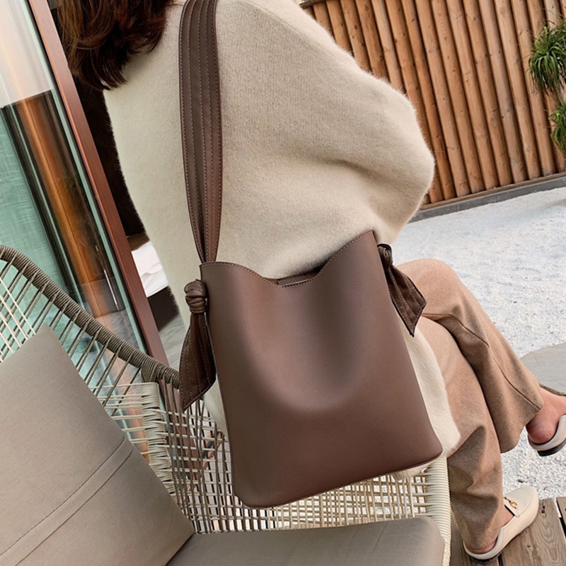 Vintage Large Capacity Totes Designer Wide Strap Shoulder Bags Luxury Pu Leather Crossbody Bag Lady Buckets Bag Composite Purses