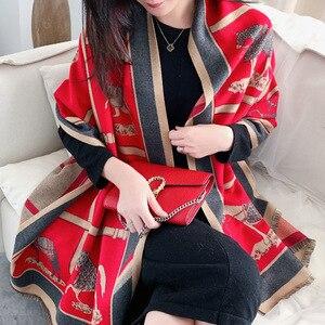 Image 1 - 女性カシミヤスカーフ暖かい冬パシュミナスカーフショールラップ女性のための高級チェーンプリントバンダナスカーフ2020ファッション