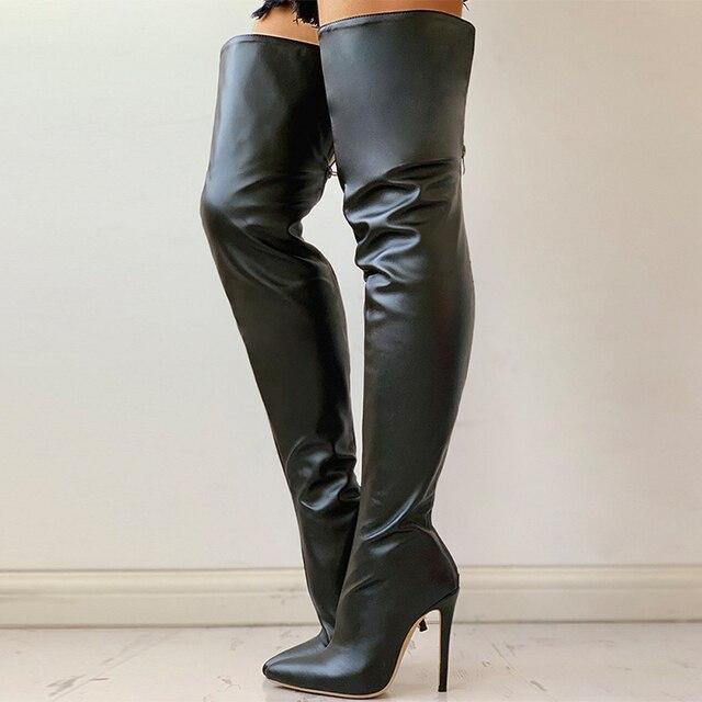 Черные дамские стильные сапоги выше колена 4