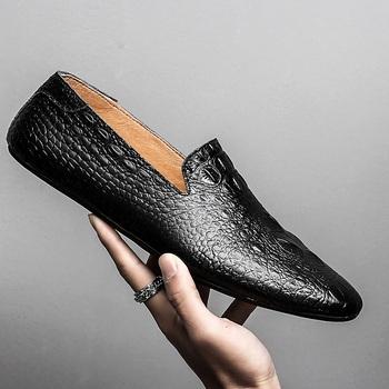 Czarne męskie buty wsuwane luksusowe prawdziwej skóry Slip-on mokasyny na co dzień męskie buty moda mokasyny męskie mieszkania buty do jazdy samochodem s5 tanie i dobre opinie WOSHI Skóra bydlęca Gumowe Pasuje prawda na wymiar weź swój normalny rozmiar Oddychająca Masaż Wiosna jesień 69757