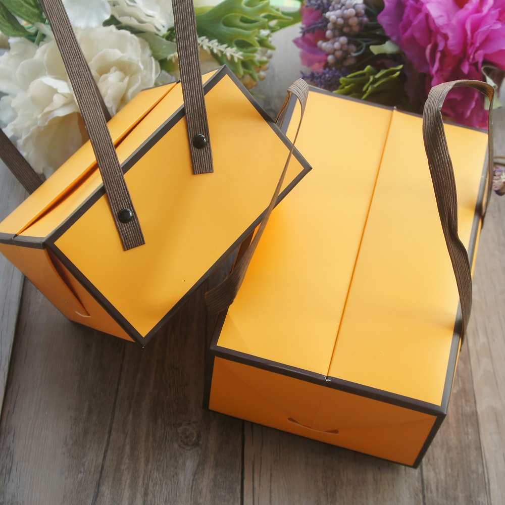 2 Size 5pcs Bee Yellow Black Simple Style Paper Box With Handle Roll Cake Candy Cookie Gift Packaging Wedding Use