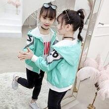 Толстовки с капюшоном для девочек пальто Демисезонный на молнии спортивный костюм верхняя одежда для детей Повседневное ветровка; жакет Одежда с принтом буквы