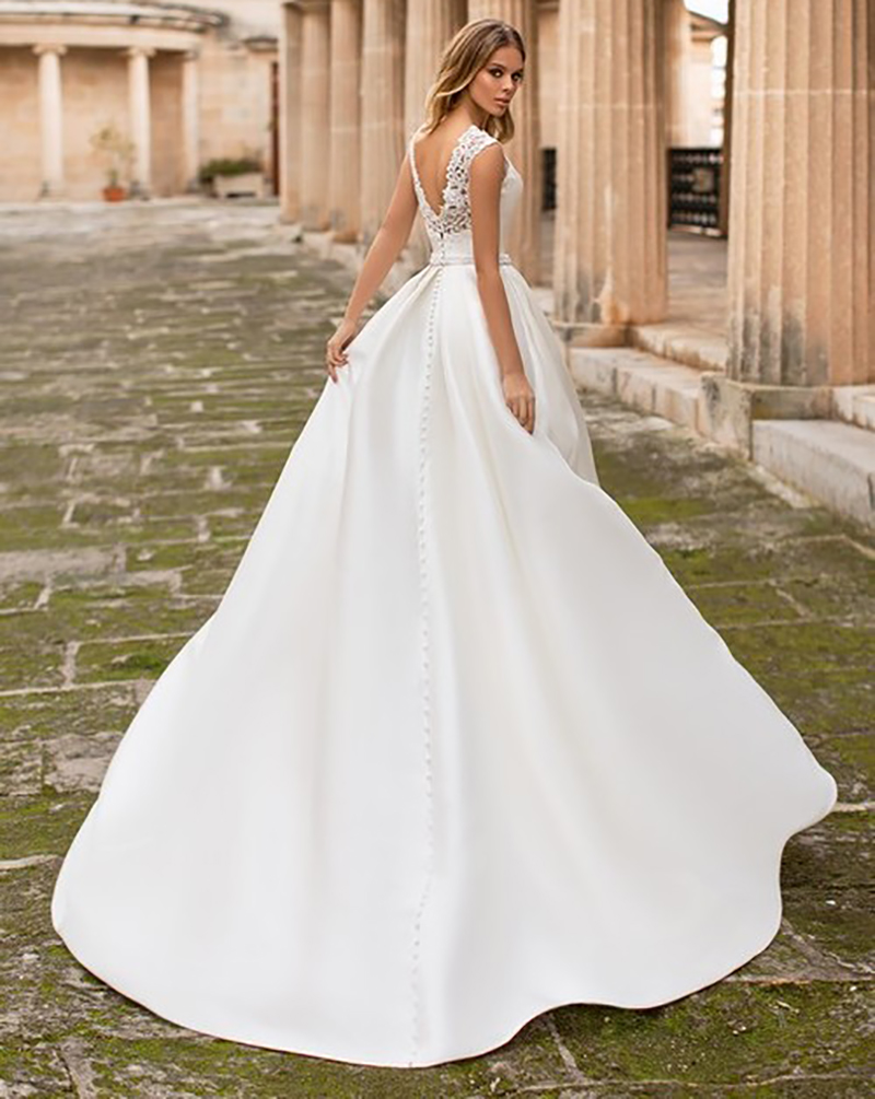 Satin Wedding Dress Cap Sleeves Lace Appliques Beach Bride Dress Sexy Boho Long Train Wedding Gown