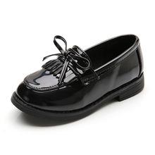 Brand Design obuwie dziecięce dziewczęce buty z kitkami buty ze skóry lakierowanej księżniczka na co dzień chłopcy wkładane mokasyny mokasyny miękkie dziecięce tanie tanio LMPPW RUBBER Unisex Pasuje prawda na wymiar weź swój normalny rozmiar 33 M 34 M 35 M 10 t 11 t 13 t 14 t 14 T Patent leather