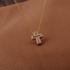 Cha/îne avec croix en acier et zircons.
