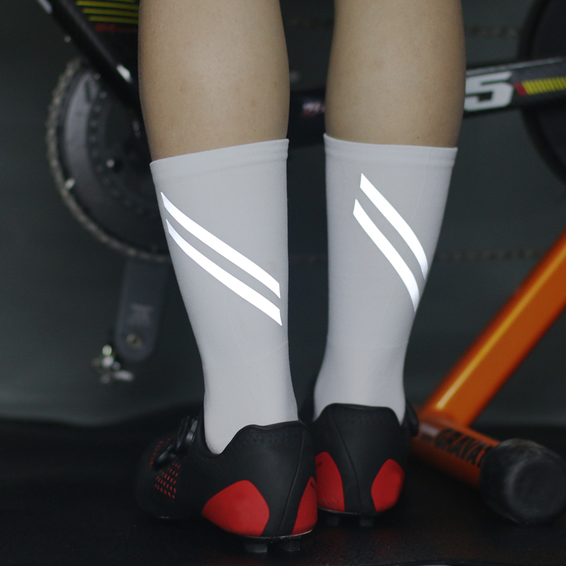 2020 New High Reflective Cycling Socks Night Safety Men Women Professional Bicycle Bike Socks Sport Hiking Running Sock