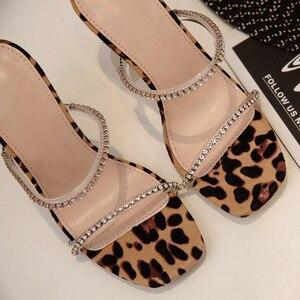 Image 2 - Kcenid leopardo gladiador sandálias de verão mulher chinelos de cristal sandalias mujer 2020 nova moda saltos altos