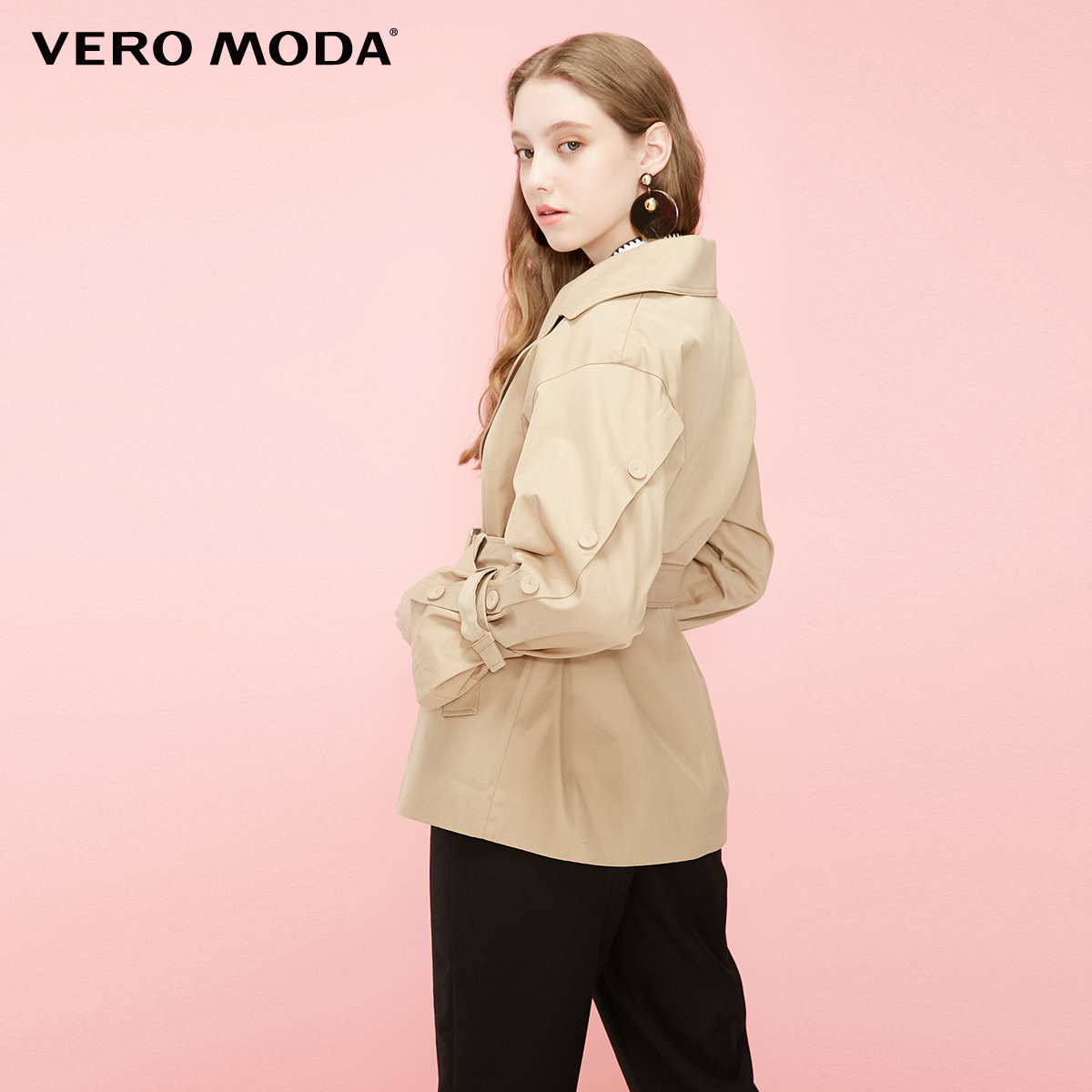 Gabardina corta con botones decorativos de algodón 100% para mujer de Vero Moda | 319117514 - 3