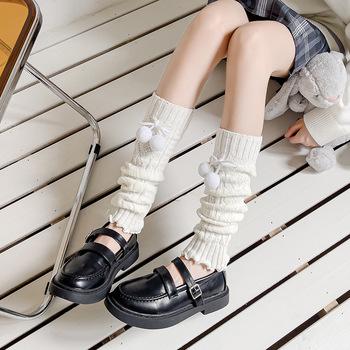 Japońska Lolita słodka dziewczyna ocieplacz na nogi s wełniana piłka dzianinowa nakładka ochronna na buty kobiety jesienno-zimowa ocieplacz na nogi skarpetki sterty marszczone skarpety tanie i dobre opinie HVRKB Stałe COTTON CN (pochodzenie) WOMEN getry S2400