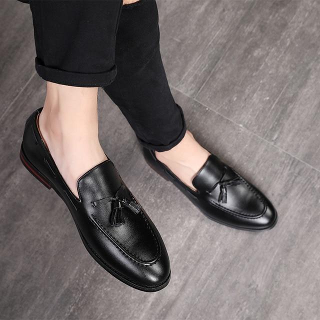 الرجال مكتب حذاء كاجوال الرجال الرسمي الكلاسيكية شرابة الانزلاق على أحذية خفيفة بدون كعب رجل فستان أحذية الأعمال أحذية الحفلات Zapatos دي Hombre