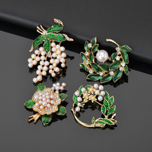 цены Flower Brooch pins Crystal Brooches For women Clothe Decoration Fashion Charm Jewelry Plant Flower Trendy Brooches