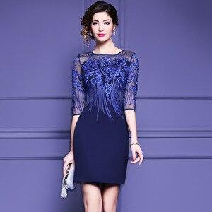 Vestido de verano ajustado vestido de malla bordado azul de cintura alta color sólido media manga recta cuello redondo vestido de mujer HX17233