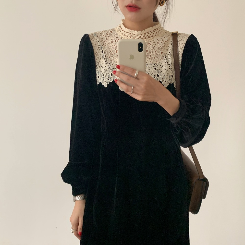 H6f084ba3e08942d8b30720b6baad8354H - Autumn / Winter Korean O-Neck Long Sleeves Lace Patchwork Midi Dress