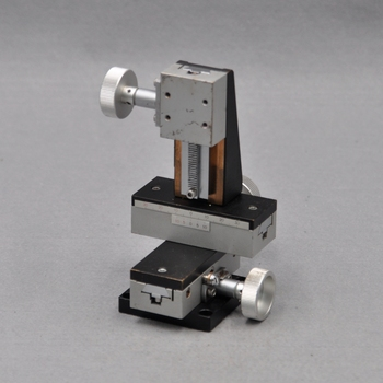 XYZ axis three-dimensional sigma manual high precision lifting displacement fine-tuning slide optical table copper 34 * 40mm surugaseiki b27 100a manual precision transmission xy two dimensional cross roller linear guide optical fine tuning slide table