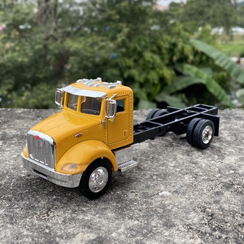 NEWRAY 1/43 Scale Classic Car Series Peterbilt 335 Truck Diecast Metal Car Model Toy For Gift,Kids,Collection image