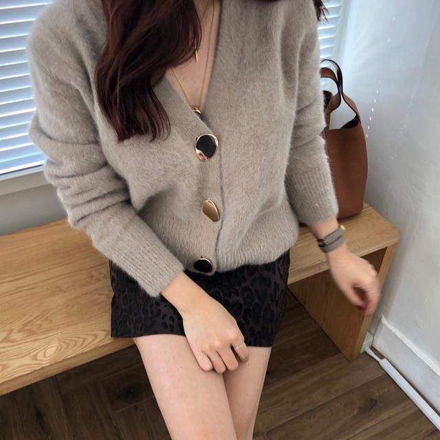 Mooirue Autumn Women Soft White Knitted Cashmere Sweater Double Button Women Warm Jumper V-Neck Winter Sweater 48