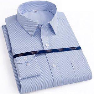 Image 2 - Herfst Mannen Plus Size Office Shirt Lange Mouw Winter Katoen 8XL 10XL 12XL Oversize Gestreepte Shirt Zakken Formele Shirt Blauw zwart