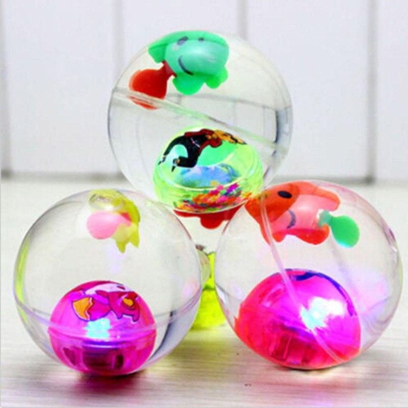 Luz intermitente pelotas con gran rebote con cuerda transparente pez dentro de la lámpara LED Flash Ball 1 pieza LED luz pelotas de Golf brillo intermitente en la oscuridad pelotas de Golf de noche Multi Color formación pelotas para practicar Golf, regalos