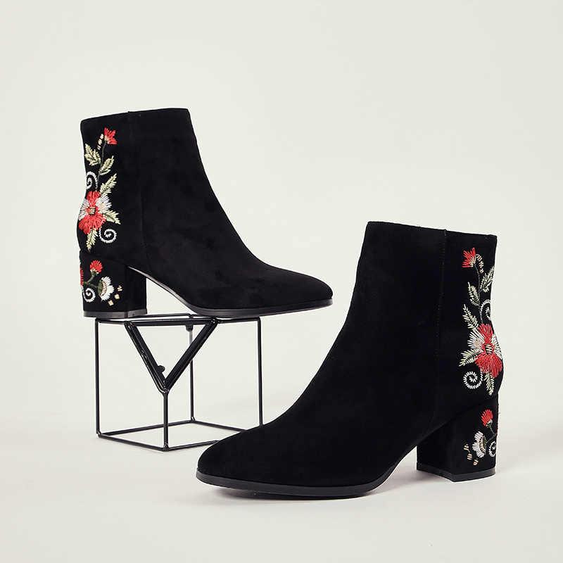 Giày Nữ Thêu Dệt Cao Cổ Chân Giày Giày Đen Đàn Mũi Tròn Dây Kéo Đỏ Hoa Trắng Giày Nữ Boot Ngắn Gót 6 cm