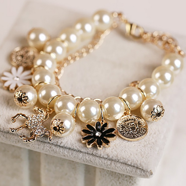 Fashion Woman Bracelet Pony Trojan Petal Avatar Mix Pearl Multi-layer Banquet Korean Bracelet Gift