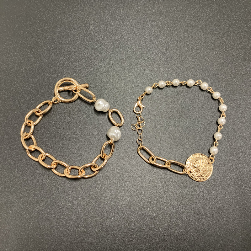SRCOI Metal Coin Imitation Pearls Link Chain Bracelet Human Head Pattern Round Geometric Bracelet Pendant Women Weddding