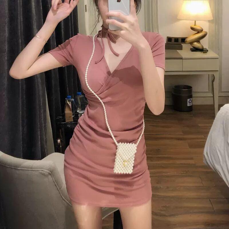Женское платье-футболка средней длины, элегантное простое модное платье с V-образным вырезом и лямкой на шее, лето 2021