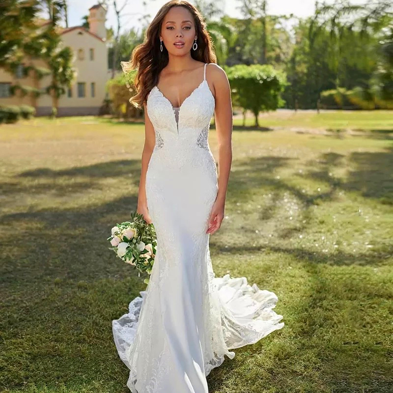 Lace Mermaid Wedding Dresses Spaghetti Straps Sexy V-Neck Backless Appliques Sleeveless Button Long Sweep Train Bride Gown 2021 1