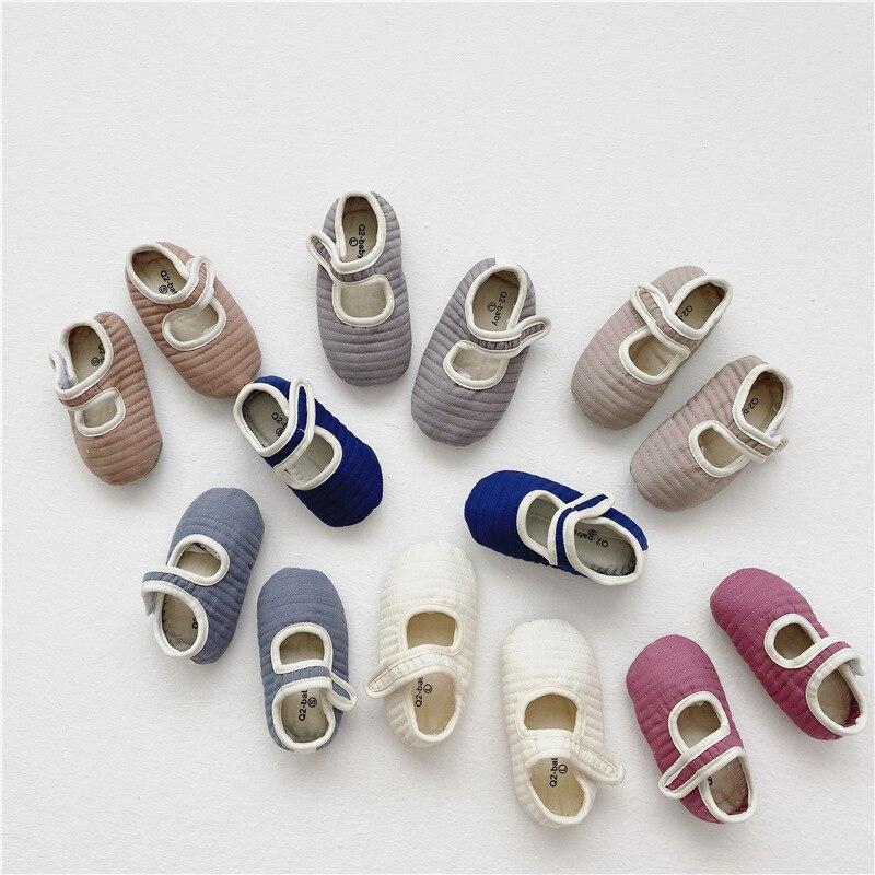 Zapatos de bebé de estilo coreano para niños pequeños, calzado para caminar al aire libre, con relleno de algodón, para Otoño e Invierno