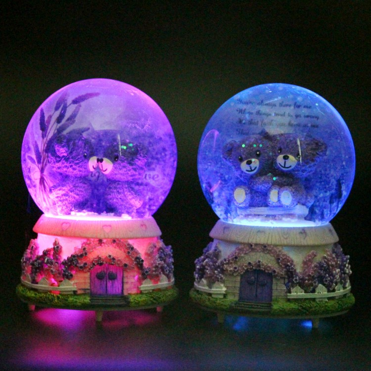 Creative Couple With Bear Crystal Ball Resin Crafts Snowflake Rotating Crystal