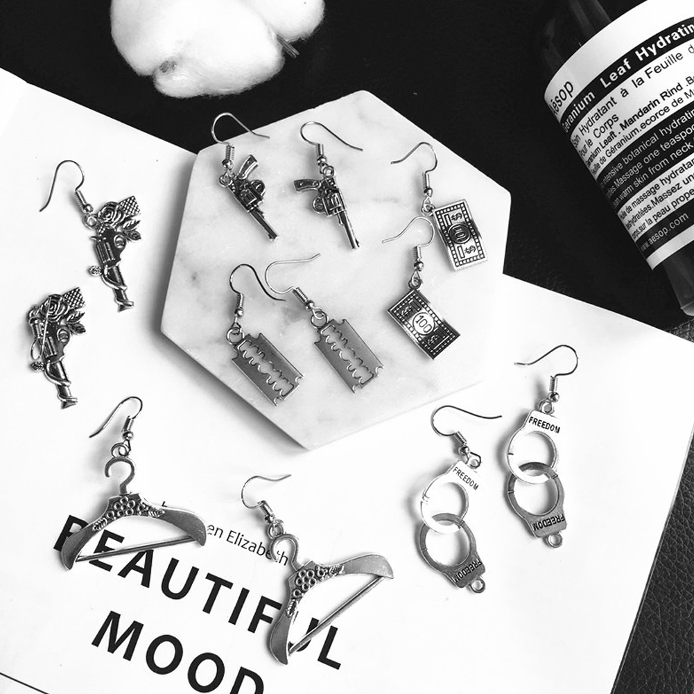 Punk Sliver Handcuffs Blade Drop Earrings For Women Creativity Simple Metal Jewelry Fashion Cool Interesting Gift Wholesale