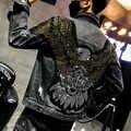 YASUGUOJI, новинка 2019, модная джинсовая куртка в стиле панк с вышитым орлом, мужские джинсовые куртки, уличная одежда, тонкая черная Мужская курт...