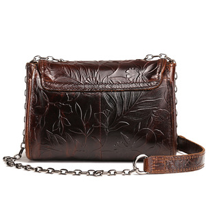 Image 4 - AETOO Bolso de cuero repujado Estilo vintage para mujer, bandolera pequeña de cuero de vaca, aceite de cera, bolso de hombro retro