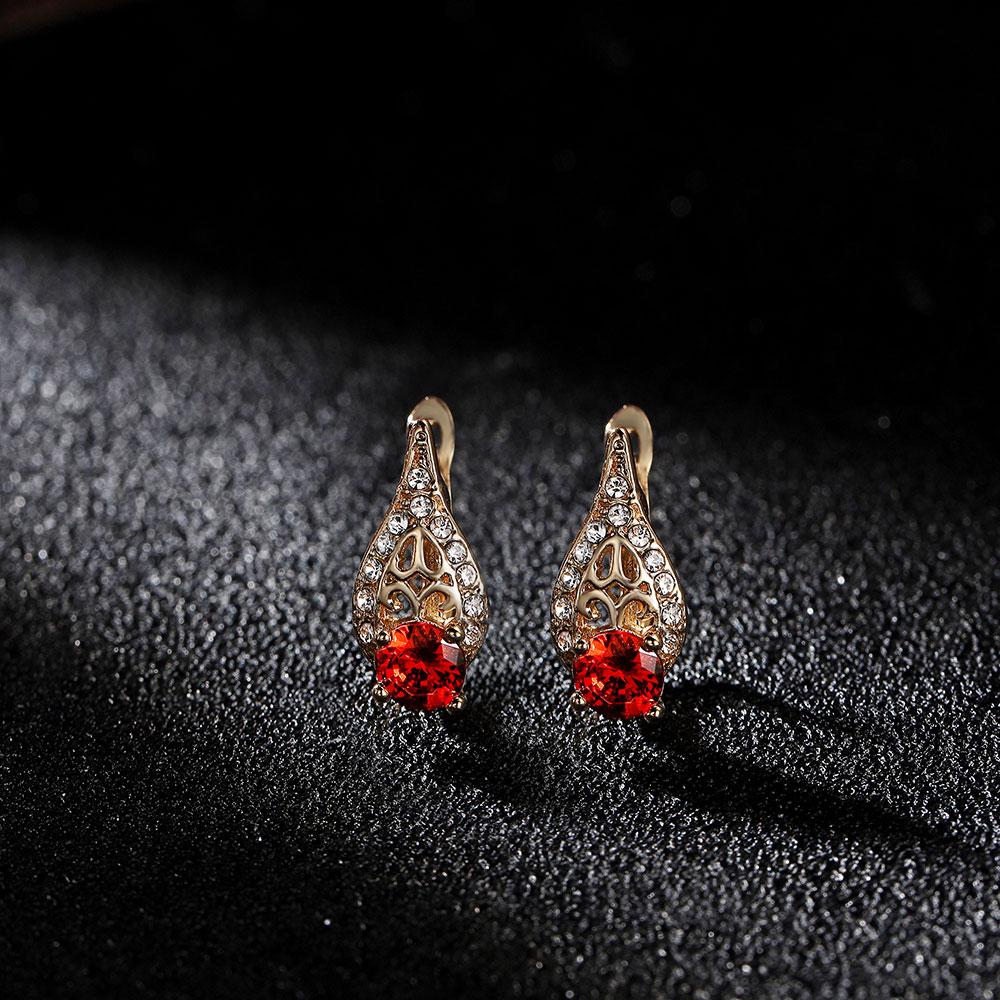 Hanreshe Blue Crystal Stud Earrings Christmas Women Gift Gold Color Water Drop Shape Small Charm Earrings Cute Romantic Jewelry