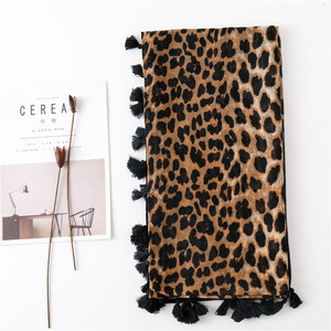 Image 2 - Moda Europa América borla de algodón para bufanda diseño Animal leopardo bufandas primavera otoño invierno largo versátil Pashmina chal