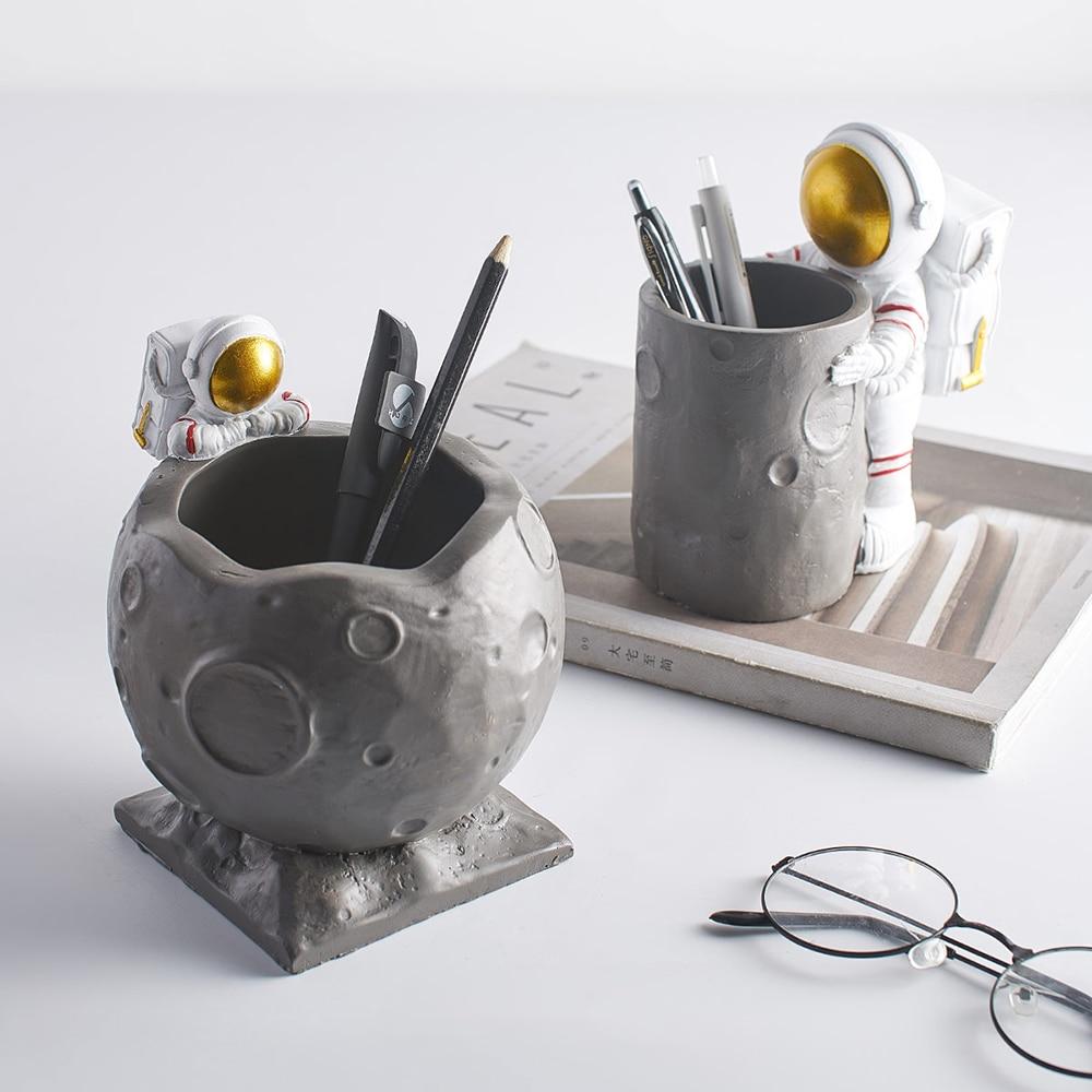 Nordic Figurine Astronaut Ornament Table Crafts Pen Holder Ornament Decor Crafts Figurines Micro Landscape Home Decoration Gifts