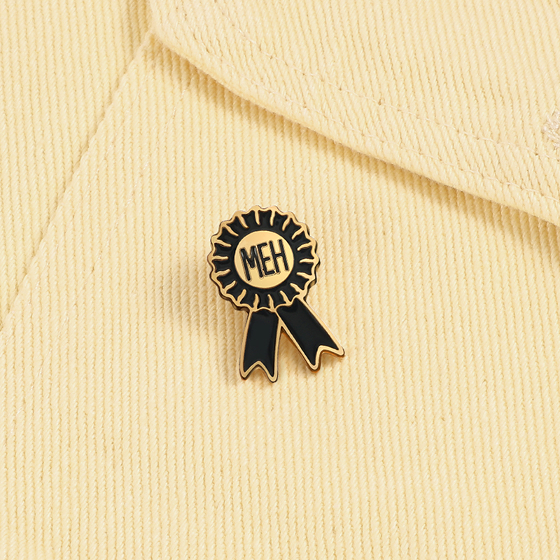 Preto emblemas medalha de honra broches meh simples metal personalizado esmalte pinos presente para estudantes moda jóias lapela mochila denim pino