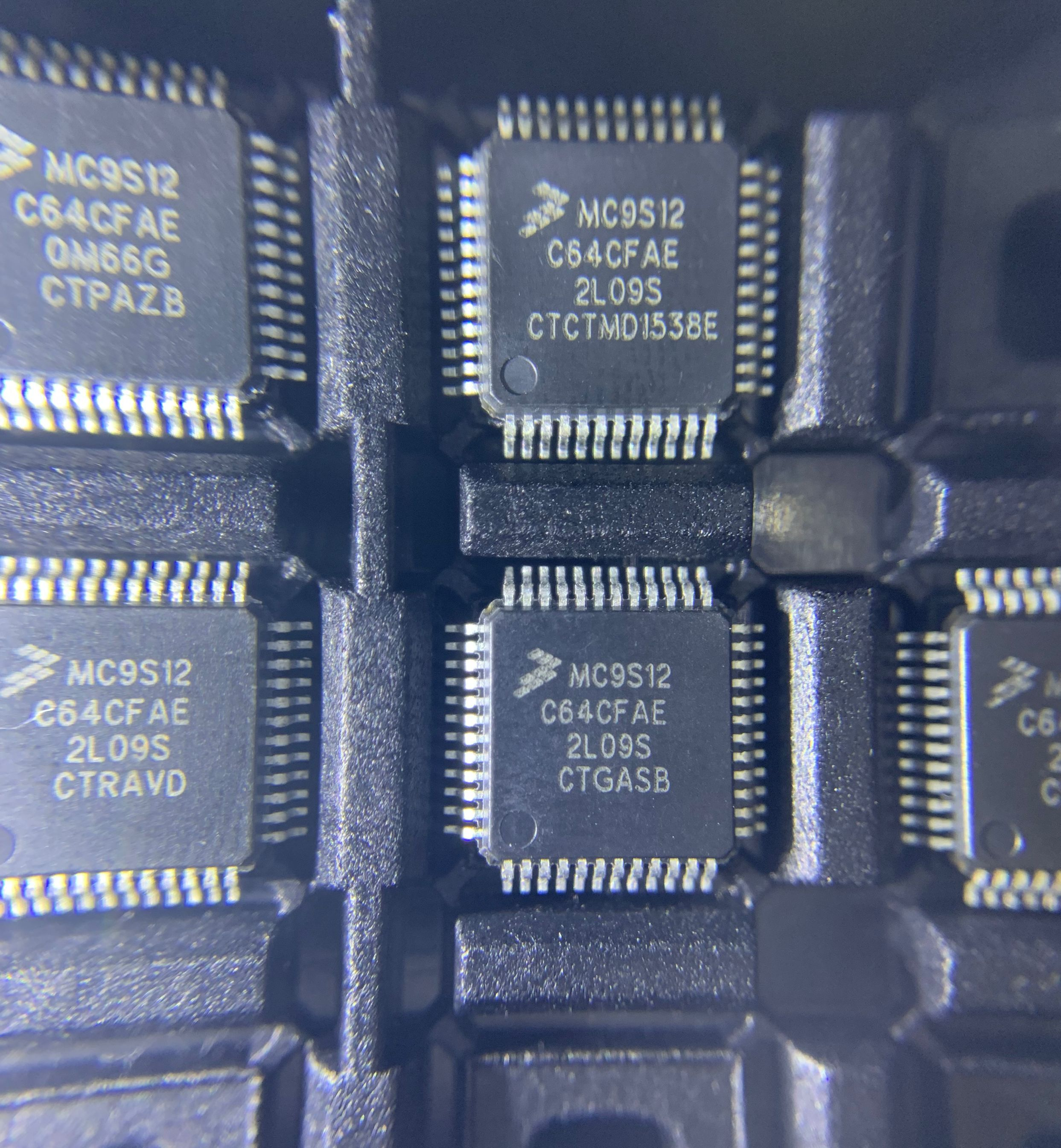 5 pcs/Lot MC9S12C64 MC9S12C64CF MC9S12C64CFAE QFP48 NOUVEAU Original Livraison Gratuite