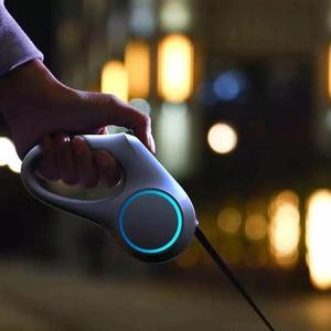Image 2 - YouPin PETKIT rétractable laisse pour animaux de compagnie chien Traction corde Flexible anneau forme 2.6m avec Rechargeable LED veilleuse