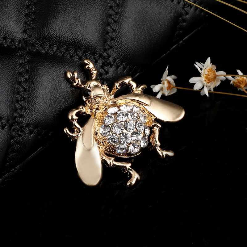 Spilli di Cristallo Beetle Spille per Le Donne Carino Animale di Modo di Trasporto di Stile di Estate Brillante Dei Monili Accessori per Bambini Buon Regalo